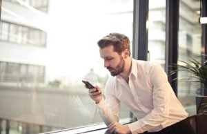 employee using byod mobile phone